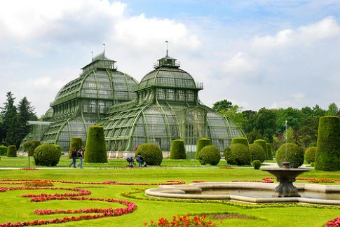 10 Lovely European Gardens